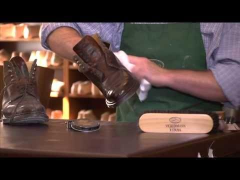 Schuhe fachmaennisch putzen / Cleaning shoes expertly
