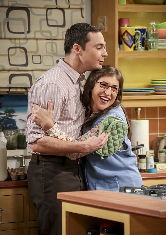 """The Fetal Kick Catalyst"" -- Pictured: Sheldon Cooper (Jim Parsons) and Amy Farrah Fowler (Mayim Bialik). Penny is surprised to learn she has fans of her performance in ""Serial Ape-ist"" when she attends Van Nuys Comic Con with Leonard.  Also, Amy hosts a Sheldon-style brunch at Penny's apartment and Wolowitz makes an impulsive purchase when he starts stressing out about the baby on the way, when THE BIG BANG THEORY moves to its regular time period, Thursday, Oct. 27 (8:00-8:31 PM, ET/PT)…"