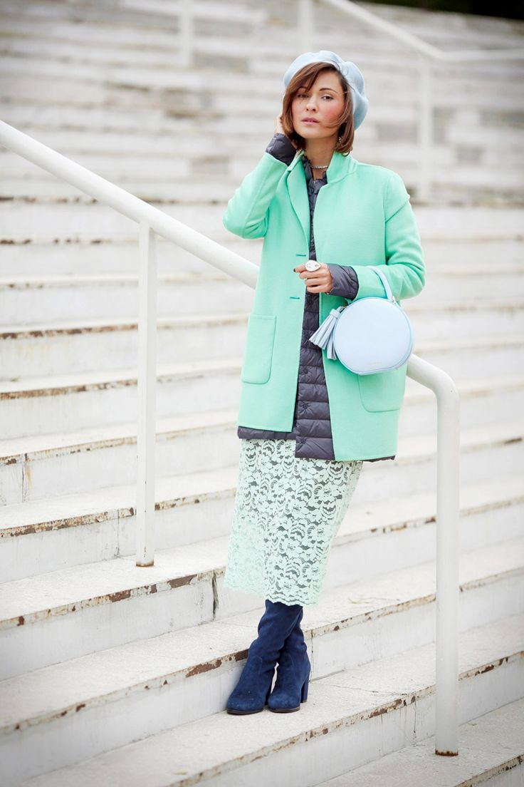 best fall outfits, best autumn outfits, mint coat outfit, how to wear mint, lace skirt outfit,