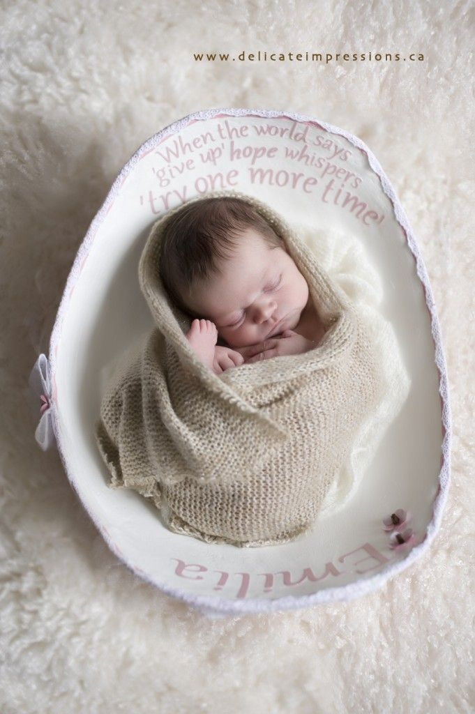 Newborn photo shoot with belly cast