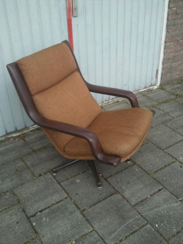 Artifort fauteuil Geoffrey Harcourt model F140  http://therestylers.nl/home/1323-artifort-fauteuil-geoffrey-harcourt-model-f140-op-aluminium-draaipoot-en-leren-armleuningen.html
