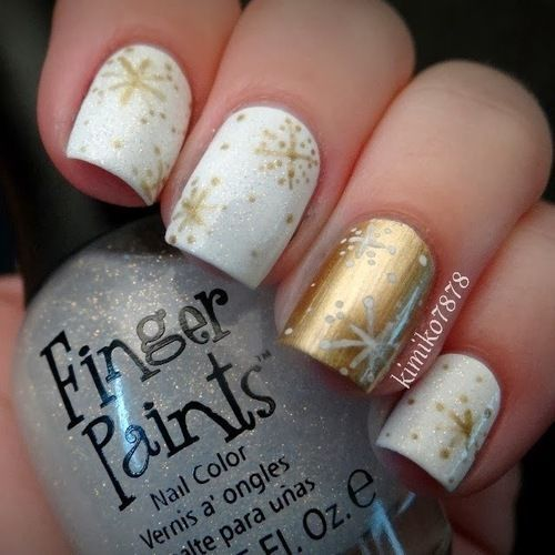 Festive New Year Gold and White Snowflake Nails!