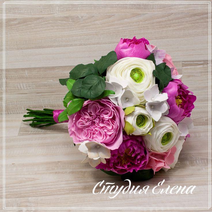 """Посмотрите какой букет! С ранункулюсами, пионами. гортензией....  Такой букет будет отличным подарком и на свадьбу, и на день рождения. И он не завянет на следующий день. А все потом, что это искусственные цветы, сделанные ручками белорусской мастерицы.  Его можно взять на фотосессию, поставить в вазу для украшения комнаты. Приятные бело-розовые цвета будет долго радовать ваш взор.  В живую рассмотреть и приобрести букет из цветов можно в нашей студии """"Елена"""" по адресу ТЦ мега п.240 (3 этаж)…"""