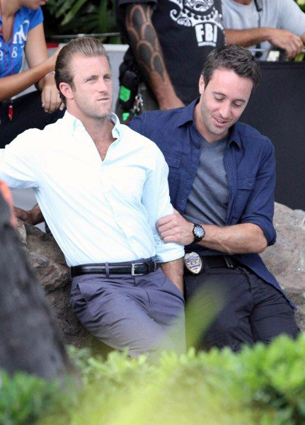 Would love to see Hawaii Five-0 in person as well as meet these two!!!!