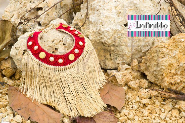 Collar Makuna rojo.  Para más información acerca de nuestros accesorios visita nuestra página infinittoaccesorios.com.