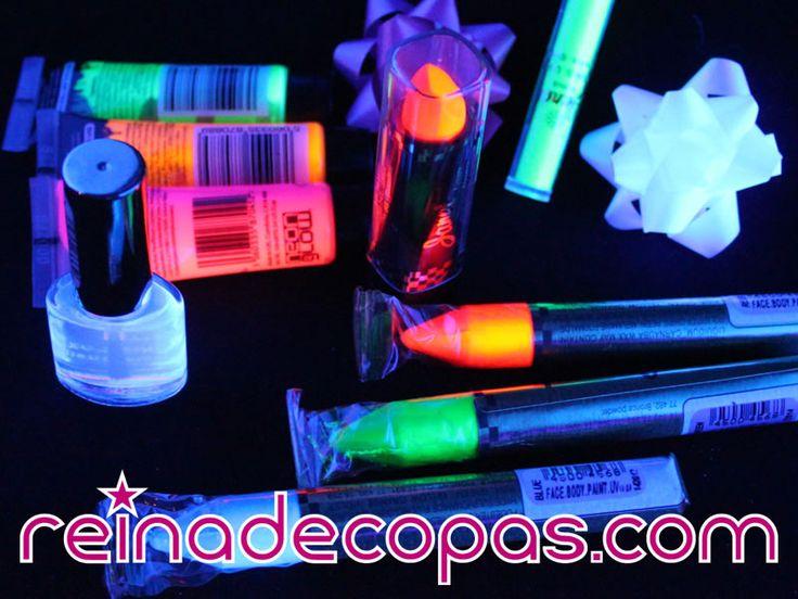 Barras de labios fluorescentes, esmaltes de uñas neón, maquillaje uv, todo lo que necesitas para tus creaciones más originales. Aplica Luz Ultravioleta y el resultado es espectacular