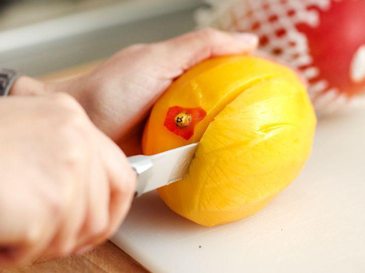 Mit unserer Schritt-für-Schritt-Anleitung ist Mango schneiden ein Kinderspiel. Wir haben die besten Tipps und Tricks für deinen Mango-Genuss!