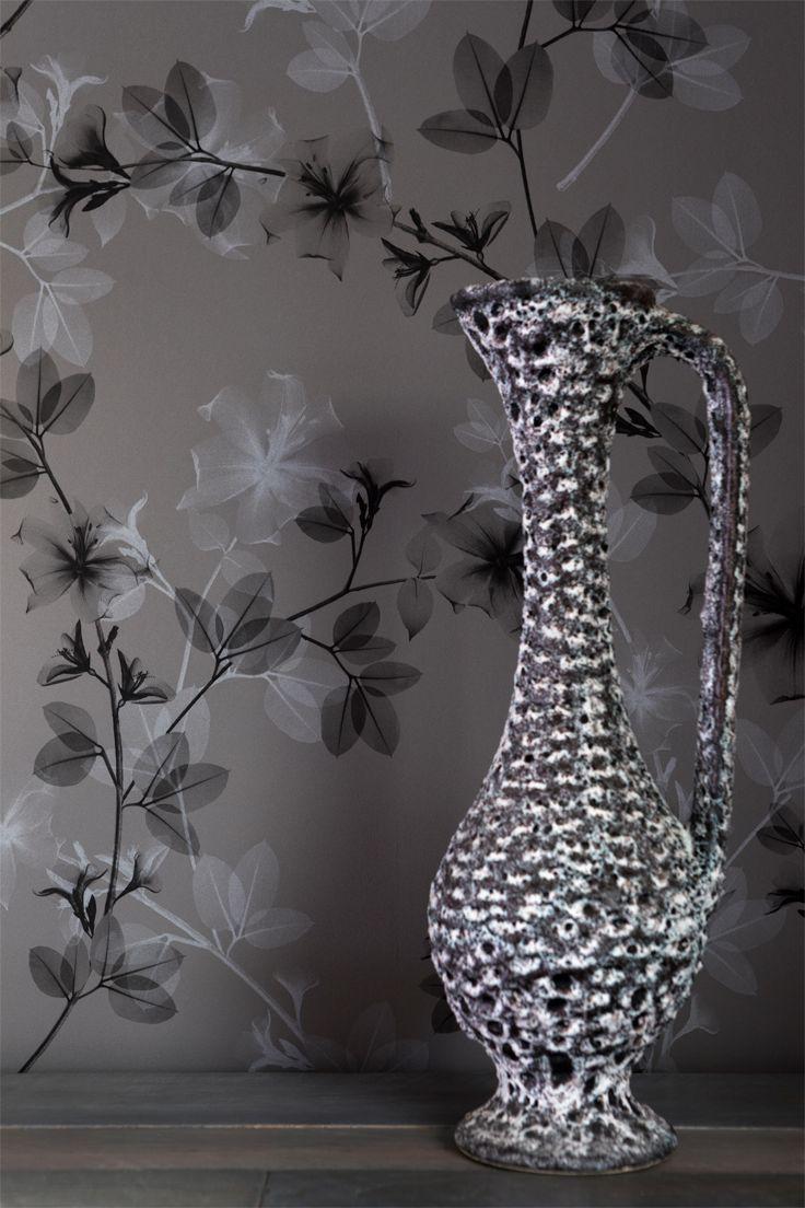 BN Wallcoverings - Glassy - De transparantie van aquarel verf is het uitgangspunt van de Glassy collectie. Verschoten abstractie in combinatie met een vleugje van de natuur. Muren die er kwetsbaar uitzien, maar licht en ontspannen tegelijkertijd. Handgemaakte kunst over je hele muur. #behang #wallpaper #interior #interieur #wonen #
