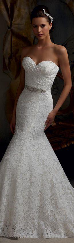 Vestido de novia corte trompeta, drapedo,  strapless y aplique en la cintura. #VestidosDeNovia