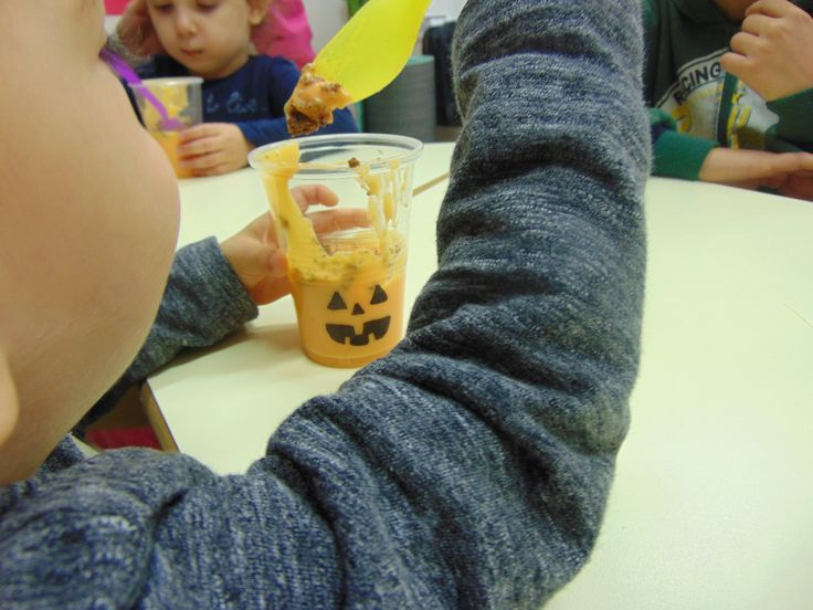 Jack o Lantern orange sented pudding! Really easy recipe that toddlers made by themselves and put the dessert in plastic cups and draw a jack o lantern!