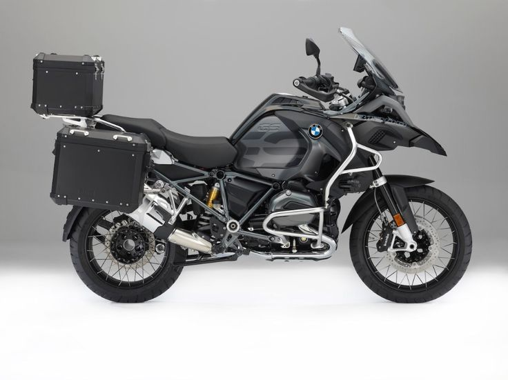 Bmw R1200gs Gets Edition Black Accessories Drivemag Riders In 2020 Black Accessories Bmw Bmw Motorrad