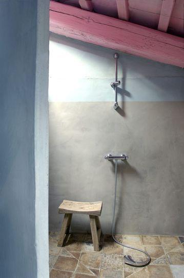 Esprit pastel pour cette salle de bains sous les toits