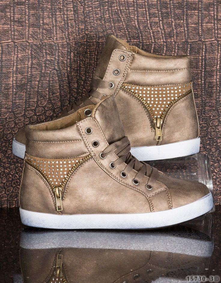 Modische Damen #Sneakers in der Farbe khaki. Diverse Details wie die angebrachten Reißverschlüsse mit Strass-Besetzung geben diesen Schuhen das gewisse Etwas. #sneaker