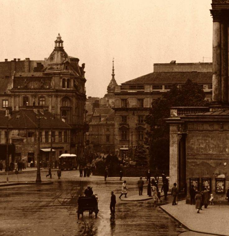 Plac Teatralny od Wierzbowej. fot. 1932 Leon Jarumski, źr. Narodowe Archiwum Cyfrowe
