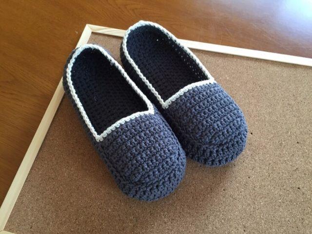 冬に大人気の手芸といえば「編み物」ですよね♪マフラー・手袋・ニット帽など様々なアイテムの中でも、最近注目を集めている『靴下カバー(ルームソックス)』を知っていますか?ホカホカあったかい靴下カバーは、これからの季節に大活躍。かぎ針と毛糸さえあれば簡単に作れるので、手芸初心者さんにも大人気なんです☆今回はそんな話題の『靴下カバー』の作り方をはじめ、おしゃれなアレンジ方法などをご紹介します!