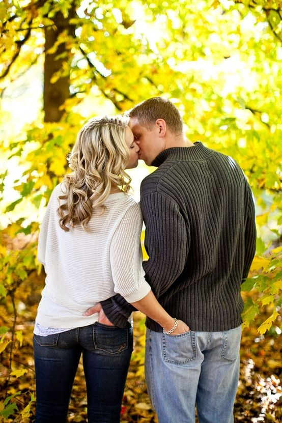 fall engagement... super cute photo idea