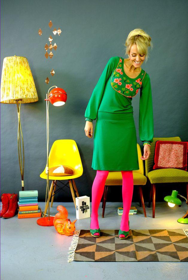 "Knee-Length Dresses – KLEID ""BLÜTENPASSE"" IN GRÜN – a unique product by Bonnie-and-Buttermilk on DaWanda -- love it !"