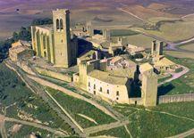 El Cerco de Artajona, la fortificación popular medieval más importante de la Zona Media de #Navarra. ¿Quieres saber más? => http://www.turismo.navarra.es/esp/organice-viaje/recurso/Patrimonio/3111/El-Cerco-de-Artajona.htm