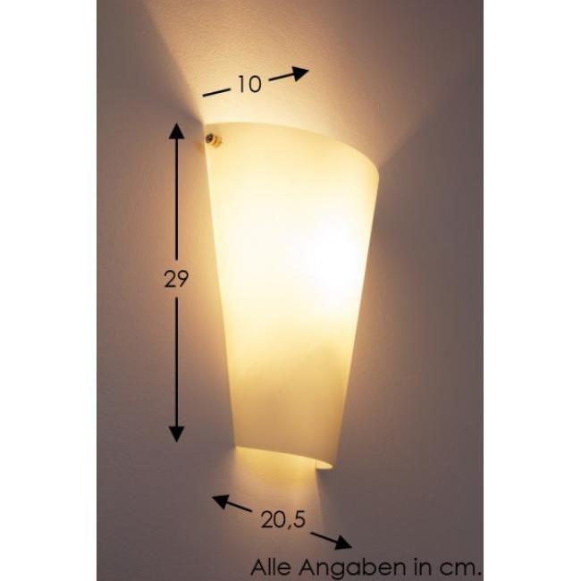 Zera Wandleuchte Metall in Nickel-matt und opalweißes Glas sind die beiden Elemente dieser attraktiven Wandleuchte, die sowohl in traditionellen als auch in zukunftsorientierten Umfeldern eine gute Figur abgibt. Die Leuchte ist 20 cm breit, 29 cm hoch und steht nur 10 cm weit von der Wand ab. Setzen Sie ein E27-Leuchtmittel mit maximal 60 Watt in die Fassung ein. Dabei kann es sich auch um Retrofit-LEDs handeln. Generell gilt, dass ein höherer Lumen-Wert für mehr Helligkeit steht.