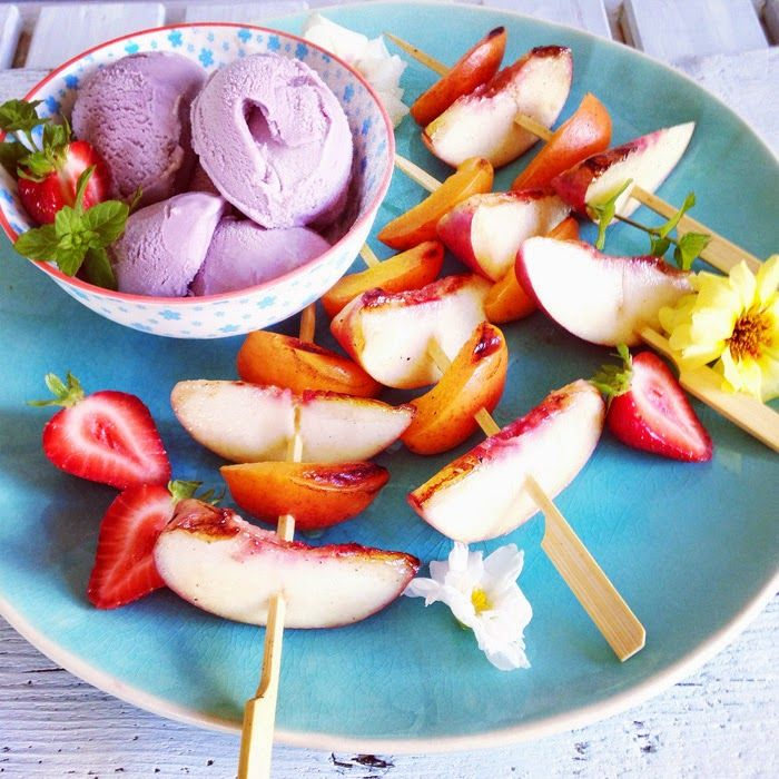 Gelato ai mirtilli senza gelatiera e spiedini di frutta