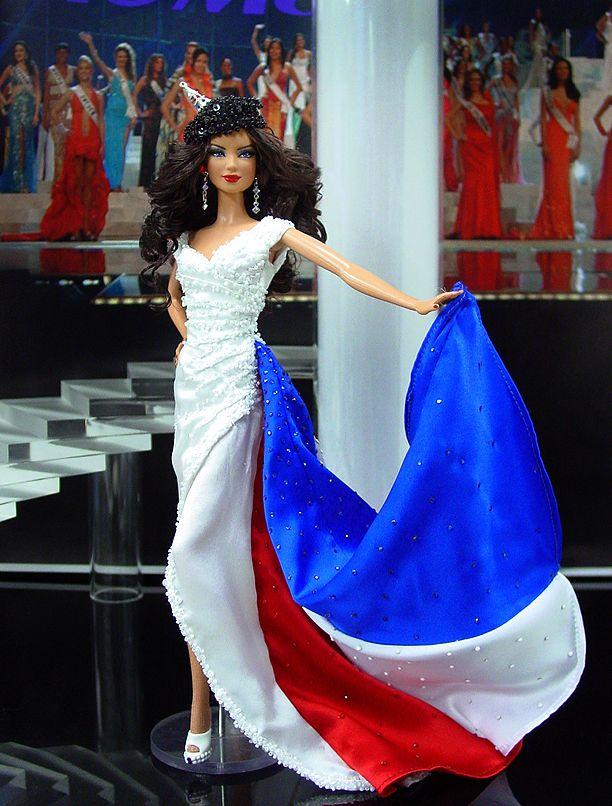 Miss Universo 2010: Miss Francia, guapísima en su traje regional con la bandera francesa http://www.ninimomo.com/2012france.htm