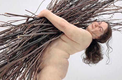 _Ron-Mueck ロン・ミュエック展  カルティエ現代美術財団に、ロン・ミュエックが戻ってきた。