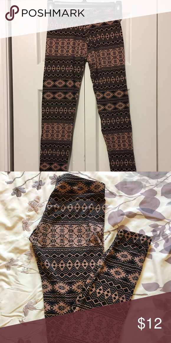 🌹 Aztec Print Leggings 🌹 From Charlotte Russe. Black and Tan Aztec print leggings. Excellent condition! Worn once or twice! Charlotte Russe Pants Leggings