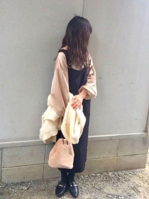 こんばんは^ ^  discoat parisienさん♡ジャンスカの着回しです! ボリューム袖が可愛いスエードライクカットソーに 合わせてみました🎵 色々と着回しができて🙆しかも楽ちん可愛い💕 大きなポケットが付いてるのも嬉しいです♡  いつも見て頂きありがとうございます🙇🏻 いいね♡セーブ、フォロー本当に嬉しいです😊✨