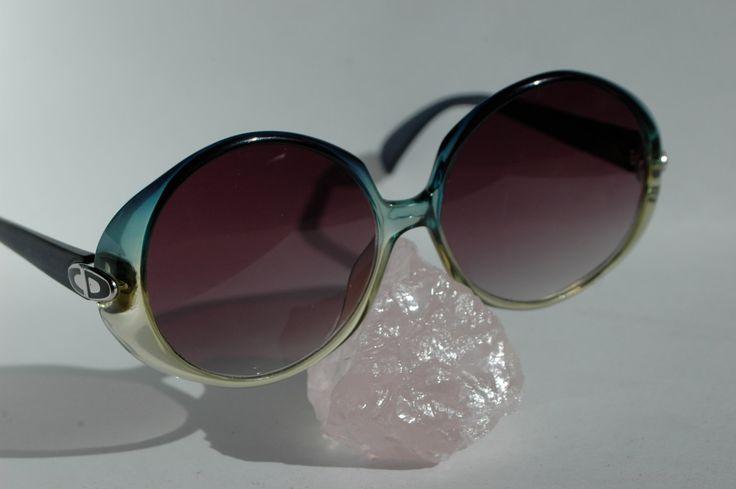 1000 ideas about lunette ronde on pinterest lunette de soleil carrera lunette de soleil. Black Bedroom Furniture Sets. Home Design Ideas