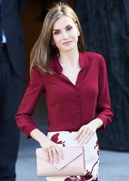 6 October 2016 - Queen Letizia visits the Friends of Prado Museum Foundation - dress (recycled) by Felipe Varela, shoes by Lodi