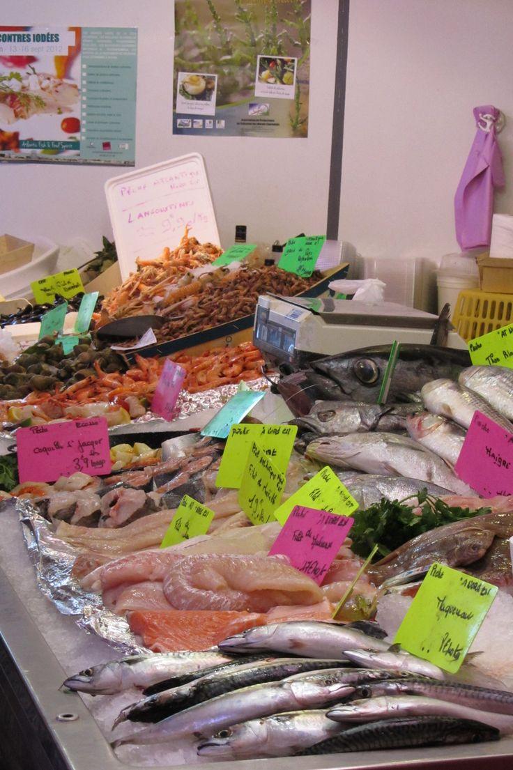 Bancs de poissons au marché de Saint-Palais-sur-Mer http://www.saint-palais-sur-mer.com/faire/marchesshopping/marches