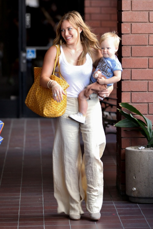 hilary duff family photos | Hilary Duff: All Smiles With Her Son | Celebrity Baby Scoop