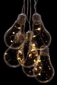 Glod marki Markslojd to piękna dekoracja led do zawieszania. Zasilana na baterie bądź zasilaczem. Posiada regulator czasowy. Posiada 18 źródeł światła.