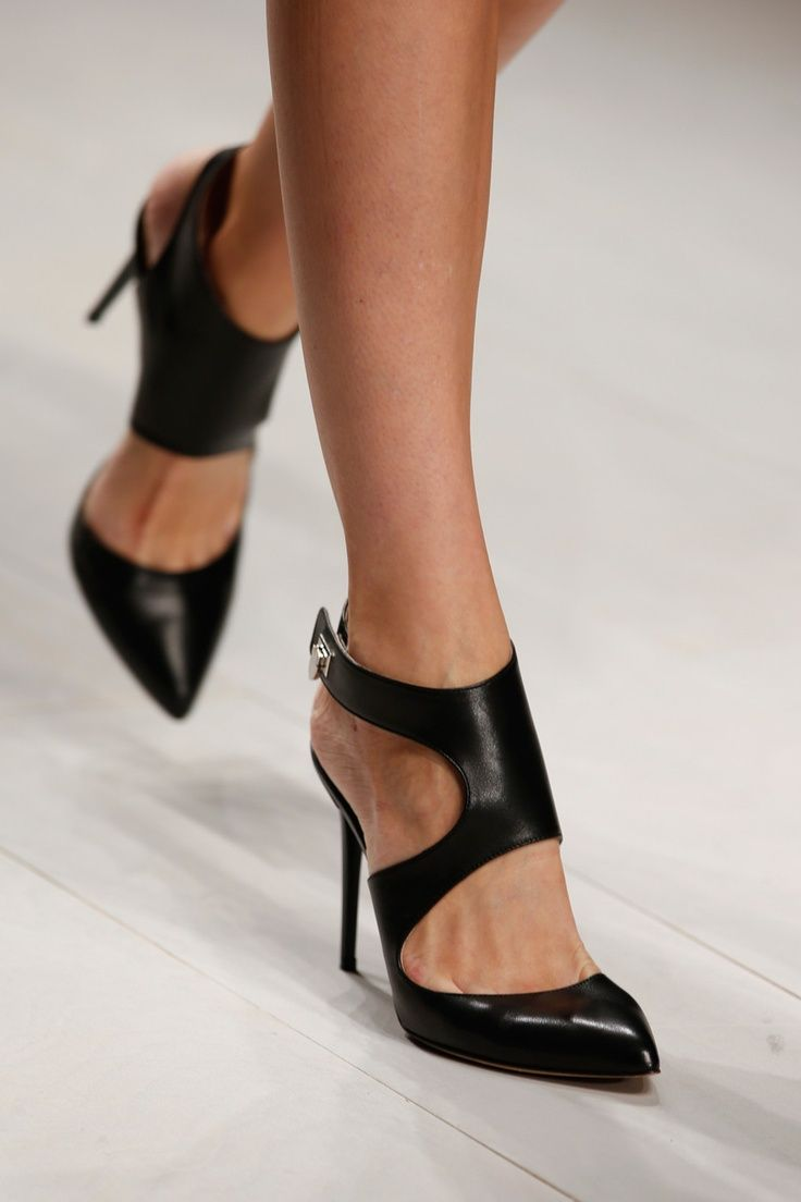 Closed toe heels that keep your foot strapped in tight.