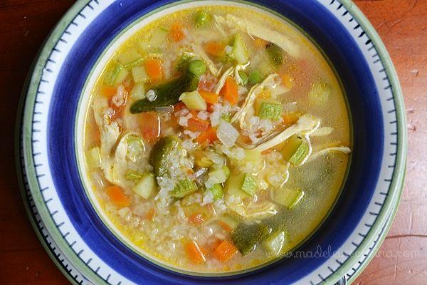 Sopa de verduras con pollo y arroz   Madeleine Cocina