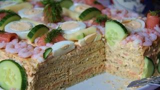 """Smörgåstorta met vis: """"belegde broodjestaart"""" Er bestaan vele variaties maar de meest voorkomende bestaat uit verschillende laagjes witbrood belegd met majonaise/zalmmouse/garnalen/tonijn/stukjes augurk. De bovenkant wordt gegarneerd met mayonaise, garnalen, ei, komkommer, en dille.  Een andere variatie is met paté/augurk/kersttomaatjes/kruidenboter/lichte kaas/asperges."""