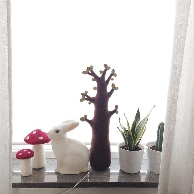 kaninlampa, barnrum #bunnyinthewindow white rabbit and toadstools