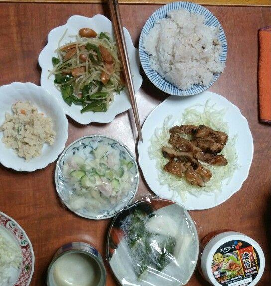 10月11日(土) 曇り晴れ 雑穀米 ポテトサラダ もやし炒め 豚肉の味噌焼き キムチ 63.95