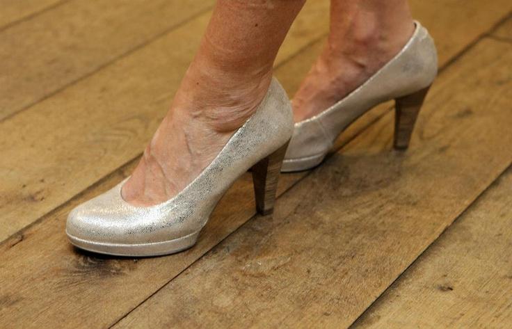 Zilveren pumps kun je eigenlijk met elke kleur combineren. De ideale schoen!