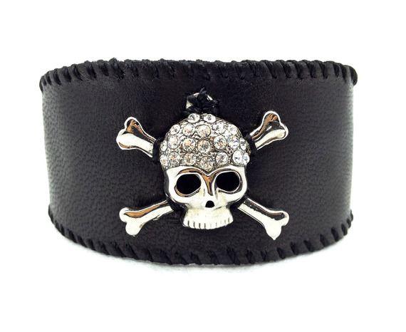 Bracelet Gothique entièrement fait main Tête de mort rhodium Cuir noir