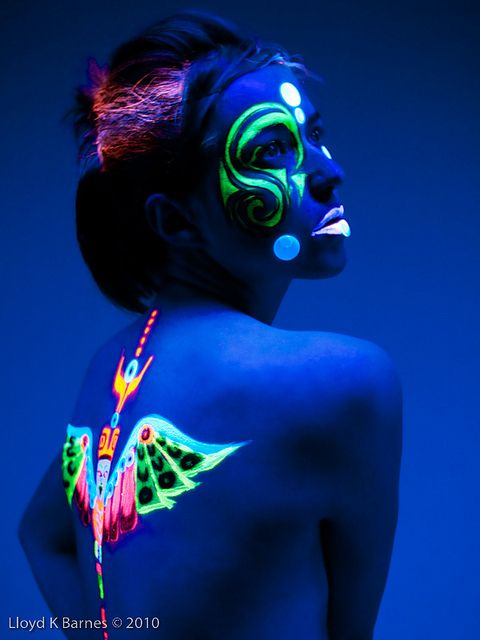 Incredible UV Fashion Photography - BuzzFeed Mobile