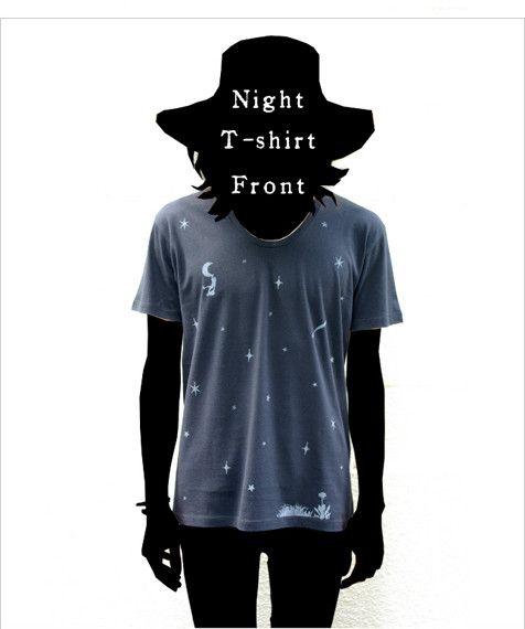 自作絵本の主人公『1君』が流れ星に乗って月にたどり着くという図案のTシャツです。夜空Tシャツと連作になっています。(このTシャツは後編)深いUネックが特徴。プ...|ハンドメイド、手作り、手仕事品の通販・販売・購入ならCreema。