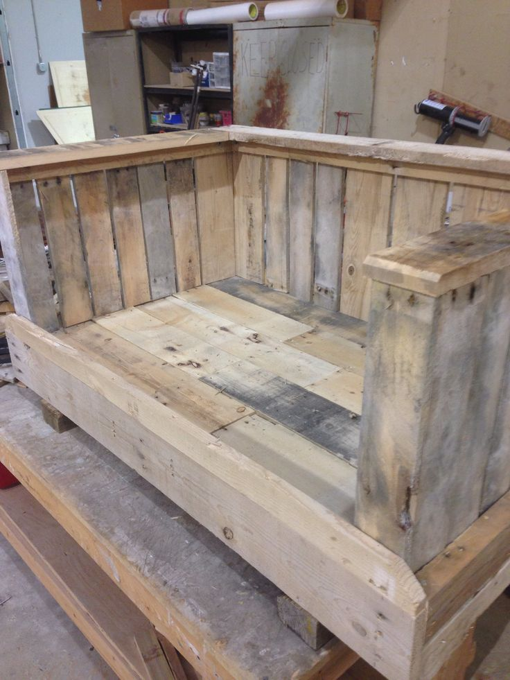 Pallet dog bed ms woodworks pinterest beds dogs and for Pallet dog crate