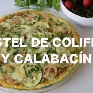 👇🏻 Ingredientes para toda la receta :    1 Coliflor mediana   1 Calabacín mediano (también conocido como zapallo italiano, calabacita, zucchini)  300 gramos de pavo molido   1/2 taza de queso bajo en grasas   1 huevo 👉Preparación de la carne :   Cortar 2 tomates en trozos y agrega a la licuadora junto con 1/4 de trozo de cebolla, 2 dientes de ajo, cilantro y cebollín al gusto , licuar muy bien y lleva la salsa a una olla ...