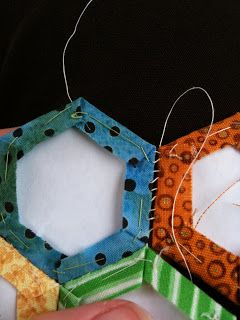 A Few Scraps: To work, with hexagons. Brilliant explanation sewing without the stitches showing.
