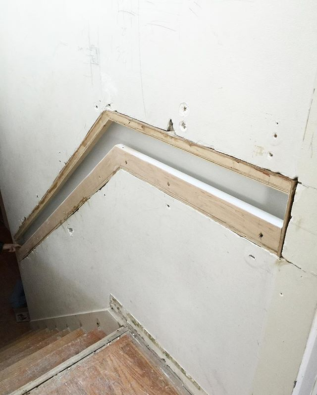 For those of you interested in how that inset handrail was framed, here's it is at rough drywall stage. #projectdanforth #interiordesign #moderndesign #modernhome #design #decor #insethandrail #framing #renovation #aldershot #avenuedesigninteriors