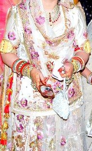 Beautiful Rajput Poshaak and Kundan necklace. Kundan Jewellery is also very popular and is worn both by men and women.