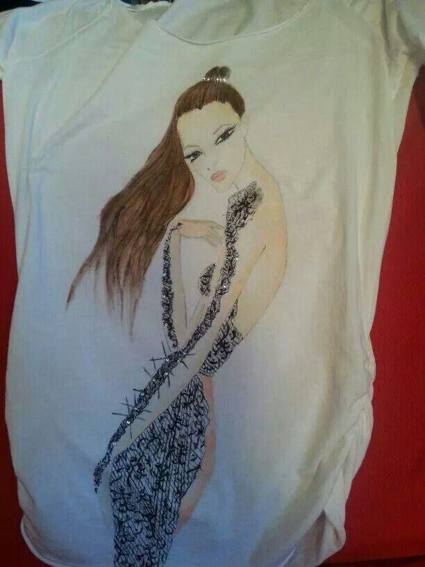 Maglietta dipinta a mano e con swarosky applicati