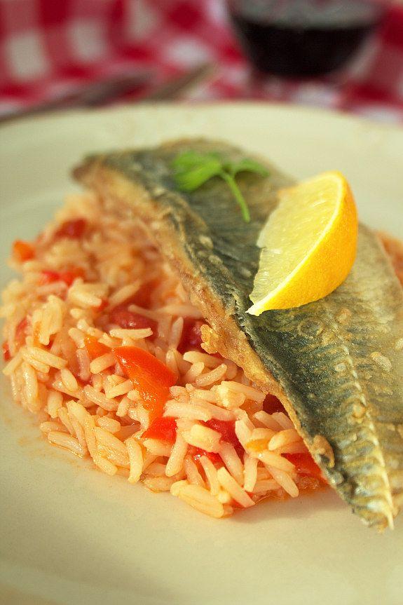 Cinco Quartos de Laranja: Receita económica: Filetes de carapau frito com arroz de tomate