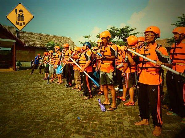 Pemerintah Kabupaten Lumajang melalui balai diklatnya melakukan workshop dan kegiatan rafting di Batu bersama RaftingBatu.ID